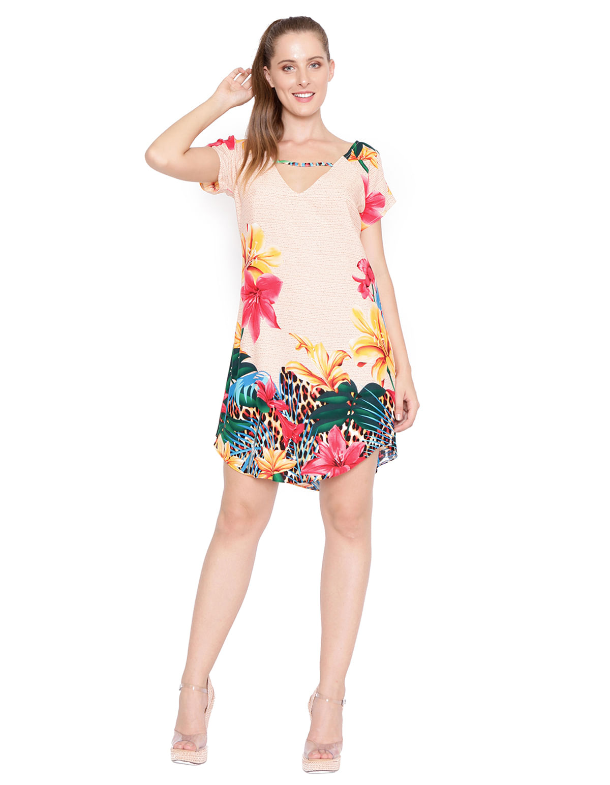58221c754f Vestido curto detalhe decote bege rosa - LucyintheSky